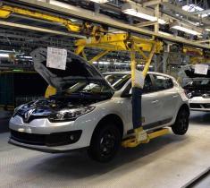 هدیه نوروزی نگین خودرو به خریداران محصولات وارداتی رنو