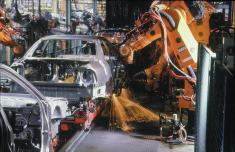 واگذاری سهام غولهای خودروسازی ایران به قطعهسازان، همچنان در هالهای از ابهام قرار دارد