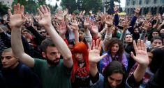 راهپیمایی بزرگ مردم تفلیس علیه همجنسگرایی
