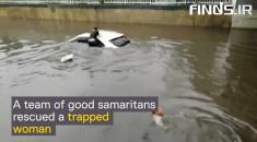 لحظه نجات زن جوان گرفتار شده در سیل، توسط 3 مرد چینی را تماشا کنید