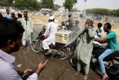 گرمای شدید در کراچی، جان 65 نفر را گرفت!