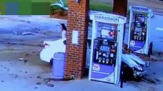 برخورد شدید خودرو به پمپ بنزین را تماشا کنید