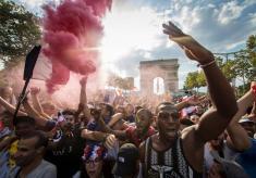 استقبال باشکوه پاریسیها از تیم ملی فوتبال کشورشان + آلبوم عکس