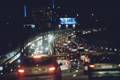 زن جوانی که از خودروها در بالا شهر تهران دزدی می کرد، دستگیر شد
