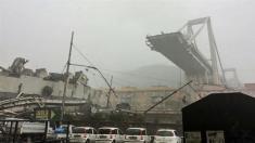 فروریختن یک پل هوایی 100 متری، جان 22 ایتالیایی را گرفت